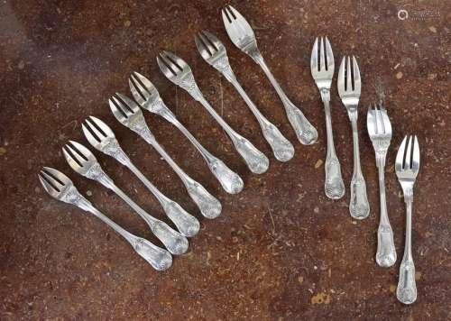 Suite de douze fourchettes à poisson, modèle violo…