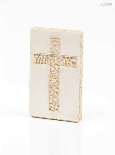 A card casePart carved ivory with oriental figuresChina, 19th century10,5x6,5 cm- - -15.00 % buyer's