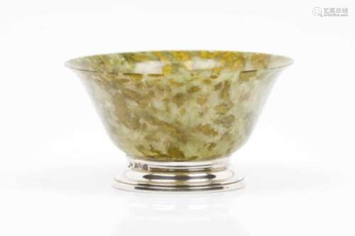 A bowlSpinach green jadeLater silver standsChina, 20th century5,5x10 cm- - -15.00 % buyer's