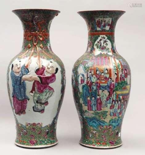 Paire de grands vases de forme balustre, à décor e…