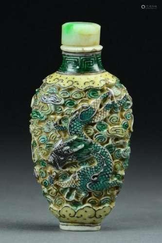 Famille Verte Porcelain Snuff Bottle, Dragon & Phoenix