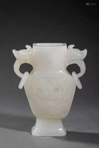 CHINE, XXème siècle. Lot de deux vases comprenant …