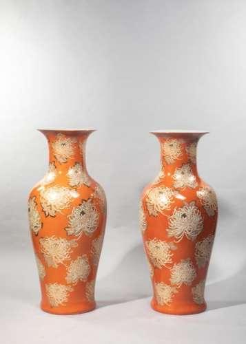 JAPON Paire de grands vases de forme balustre à co…