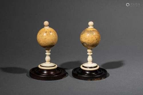 Travaux de tourneur :ensemble de boules et billes …