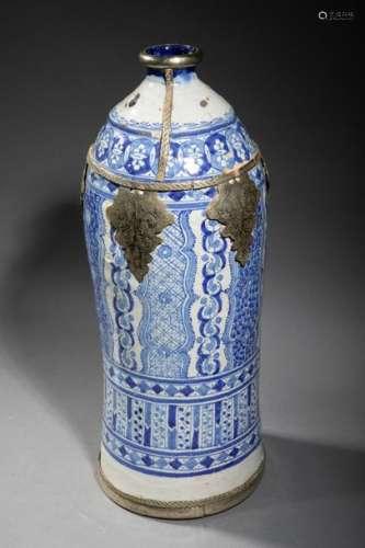 Grande Bouteille en céramique à décors bleus de fr…