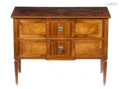 Commode de style Louis XVI à 2 tiroirs - Commode de style Louis XVI à 2 tiroirs et [...]
