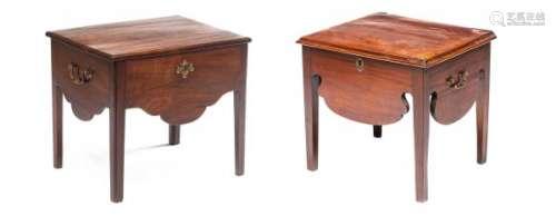 Paire de petites tables de nuit en acajou Georges II - Paire de petites tables de [...]