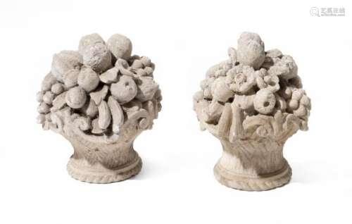 Paire de paniers fleuris en pierre - Paire de paniers fleuris en pierre.H. 37 & Diam [...]