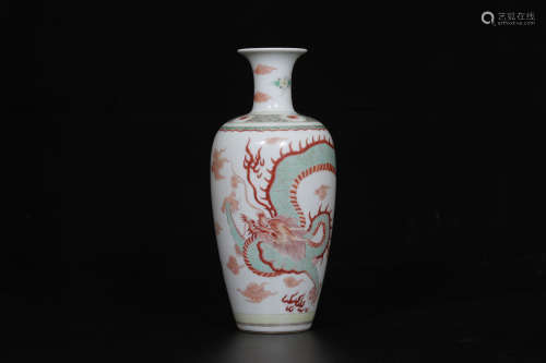 A Chinese Wucai Porcelain Vase