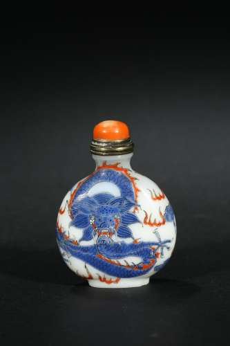 A GLASS PAINTED SNUFF BOTTLE