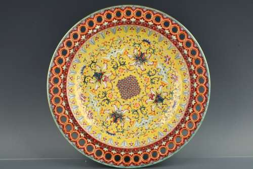 A Chinese Yellow Ground Enamel Glazed Porcelain Plate