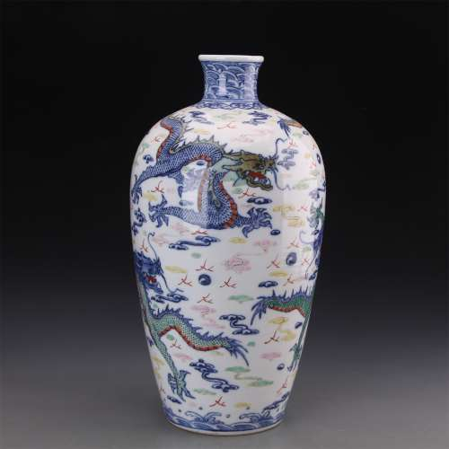 A Chinese Dou-Cai Glazed Porcelain Vase