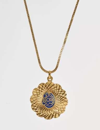 Chaîne retenant un pendentif émaillé oriental - Or 750, L 55 cm, 15 g - Prix de [...]