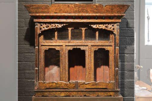 Antiek Tibetaans kloosterschrijn (waarin de afbeel…
