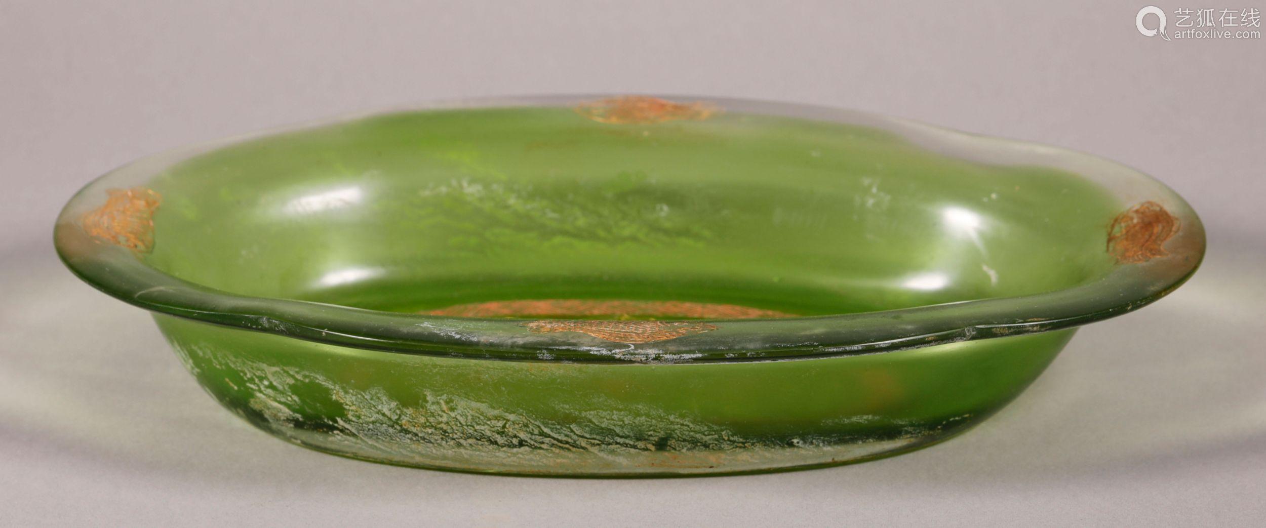 唐代 绿料海棠鱼纹盘