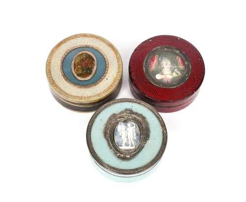 Λ Three late 18th/early 19th century silver and go…