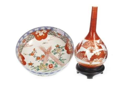 A 20TH CENTURY JAPANESE KUTANI VASE AND AN IMARI BOWL