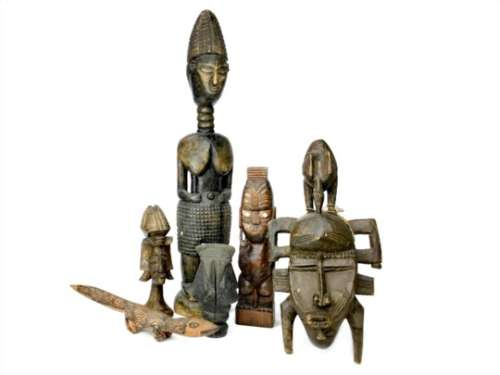 A LOT OF AFRICAN WOODEN ITEMS