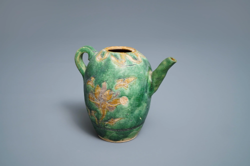 A Chinese sancai-glazed ewer with incised des…