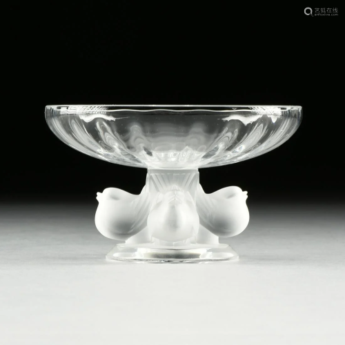A LALIQUE FROSTED AND CLEAR CRYSTAL