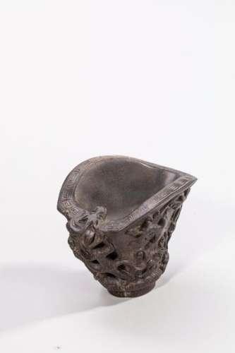 COUPE LIBATOIRE à décor de chilongs sculptés en co…