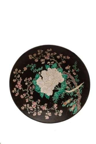 PLAT en porcelaine à décor floral et de pivoines …