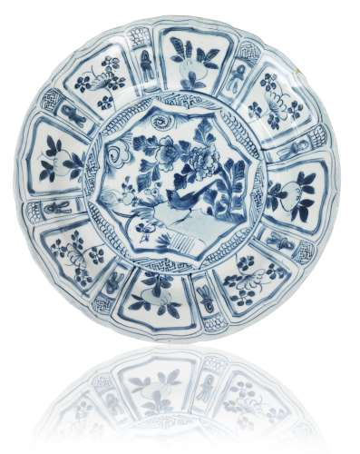 A Kraak porcelain saucer dish Early 17th century