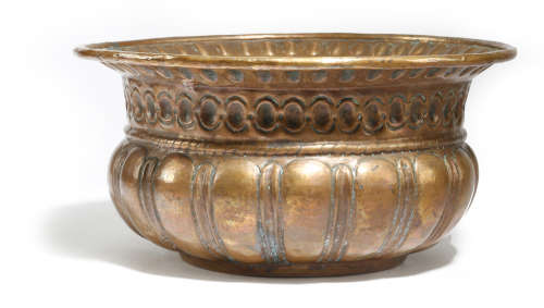 AN ITALIAN COPPER WINE CISTERN LATE 17TH / EARLY 18TH CENTURY with a repousse gadrooned body 32.