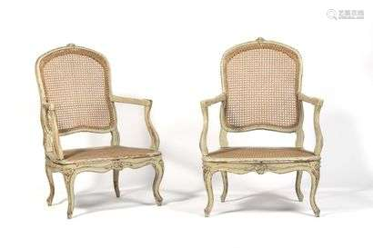 Pair of caned low armchairs in painted beech wood, with rounded backrest, resting on arched legs, decorated with foliage and flowers. (small differences and wear and tear).  Louis XV period.  H : 98 cm, W : 67 cm