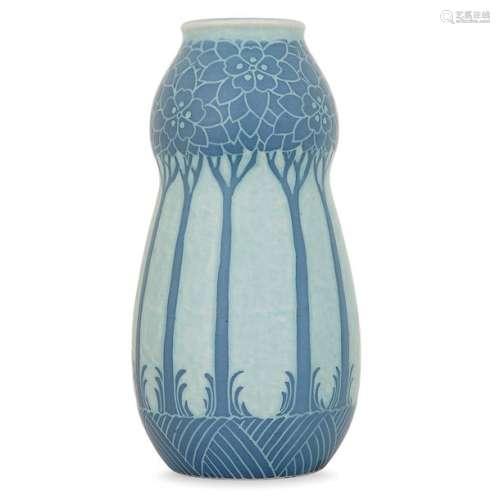 GUSTAVBERG HERBERG Vase bilobé en faïence à décor …