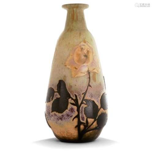 DAUM NANCY Vase balustre ovoïde en verre multicouc…