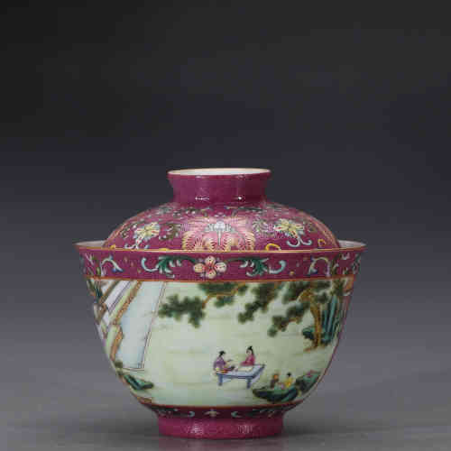 A Chinese Famille Rose Porcelain Covered Bowl