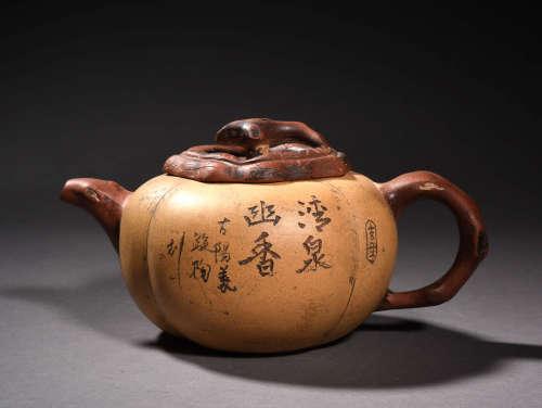 A Chinese Purple Sands Tea Pot
