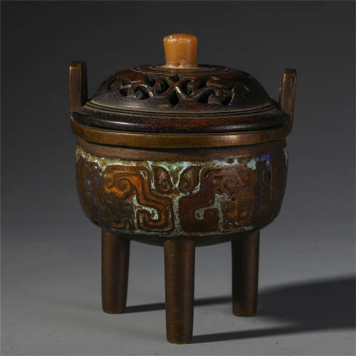 CHINESE BRONZE CARVED DOUBLE HANDLE TRIPLE FEET LIDDED CENSER