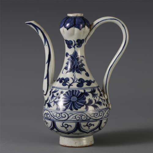 CHINESE BLUE AND WHITE PORCELAIN FLOWER LIBATION KETTLE