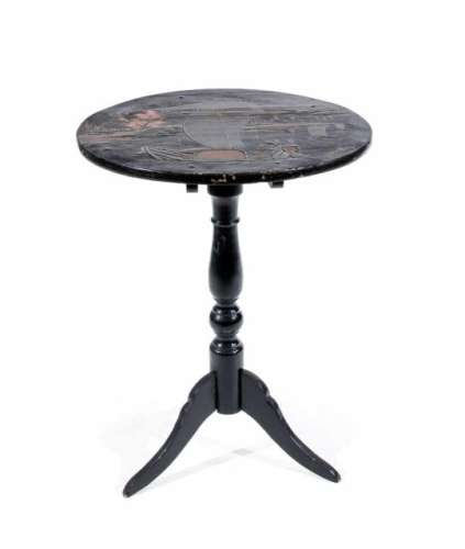 Chinese export lacquer table, 19th cent. Baluster shaped table leg on 3 feet. Round,hinged table top