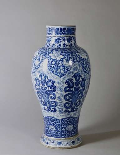 A Blue and White 'Ruyi' Guanyin Bottle, Period of Kangxi 清康熙 青花如意紋觀音瓶