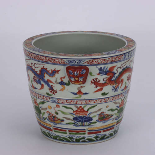 A Chinese Multi-colored Painted Porcelain Tank