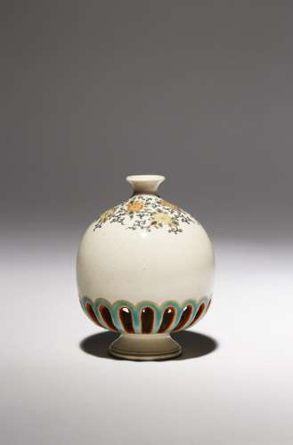A SMALL JAPANESE SATSUMA VASE BY HODODA MEIJI PERIOD, 19TH CENTURY Of ovoid form and raised on a