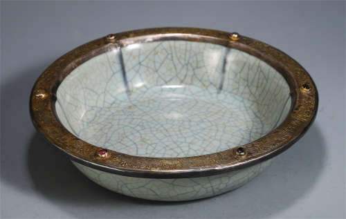 A CHINESE PORCELAIN RU TYPE SILVER INLAID GILT WASHER