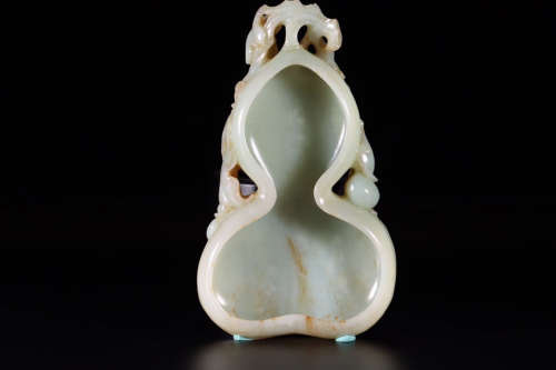 A Chinese Carved Hetian Jade Gourd-shaped Brush Pot