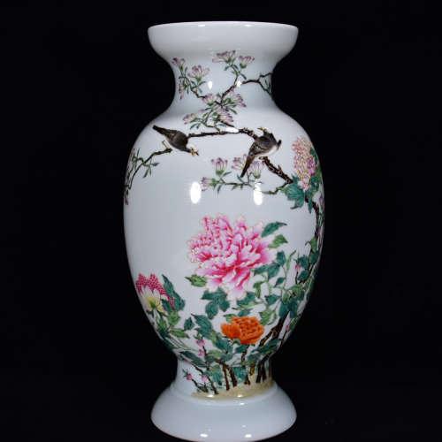 A Chinese Famille Rose Flower&Bird Pattern Porcelain Vase