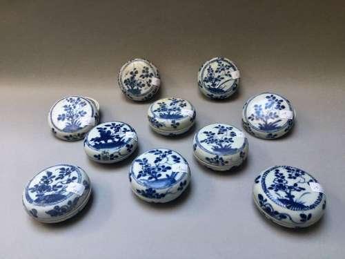 CHINE Suite de dix boites circulaires couvertes en…