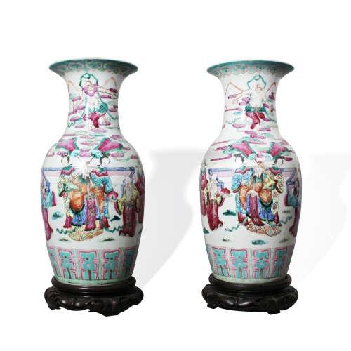 A Pair of Famille-Rose Baluster Vases, 19th Century19世纪 粉彩人物故事图大瓶 (一对)
