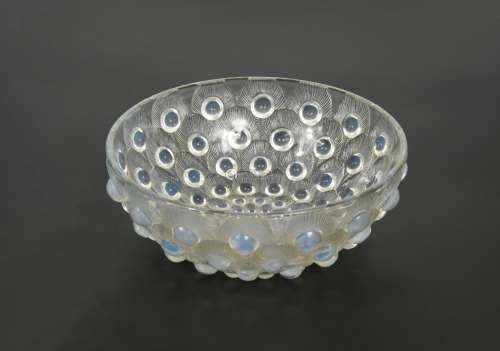 Plumes de Paon, an R. Lalique opalescent glass bowl,