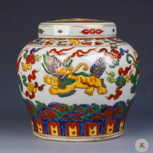 A Chinese Painted Gild Porcelain Jar