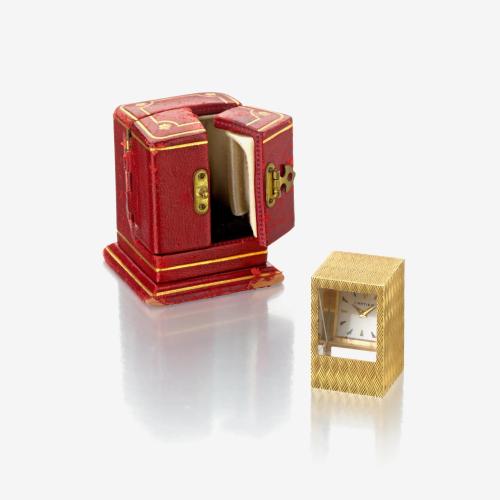 An eighteen karat gold desk clock, Cartier,