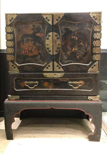 Rectangular shaped lacquer chest, opening with two…