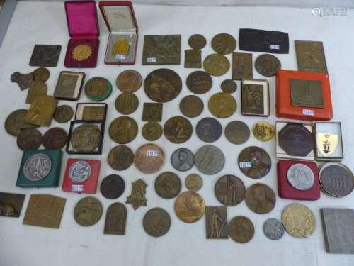 A set of 100 bronze commemorative medals. Period: …