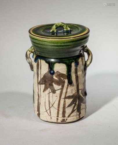 Pot couvert en terre cuite vernissée à décor styli…
